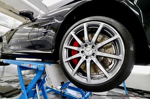 Mercedes+Wheel+on+lift.jpg