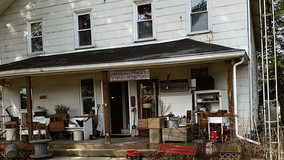 Farmhouse Antiques & Rusty Stuff