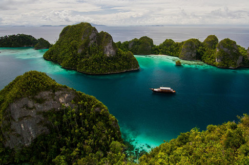 Raja Ampat. Travel Photography by Yunaidi Joepoet