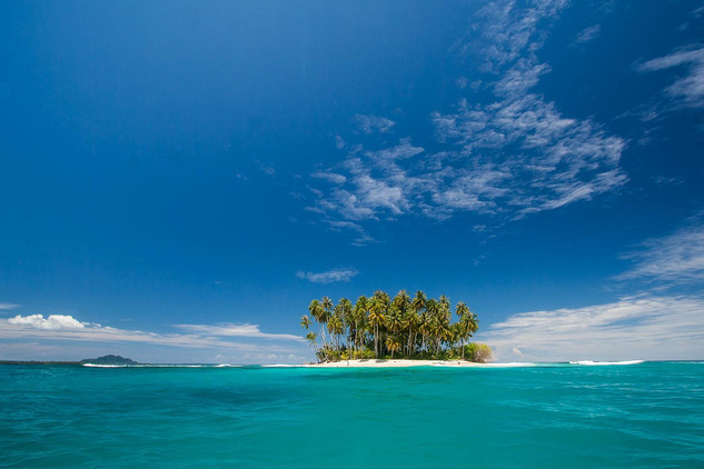 Small Island in Hindia Ocean. Nature and Landscape Photography by Yunaidi Joepoet