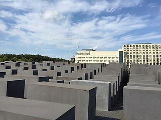 ホロコースト記念碑s.jpg