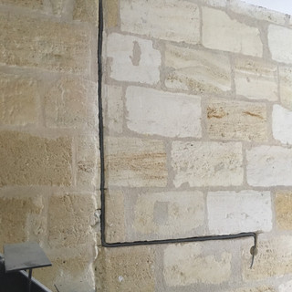 Pose d'interrupteur dans pierres existantes