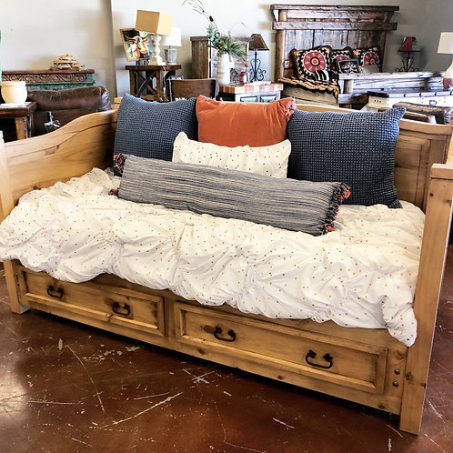 Daybed w/Drawers