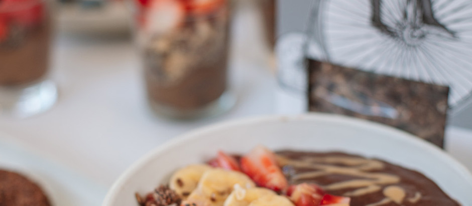 """""""Chocolate lover"""" smoothie bowl"""