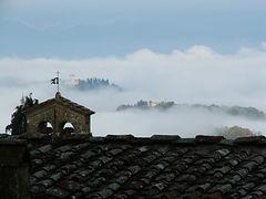 Badia Bonsollazzo sullo sfondo il Trebbi