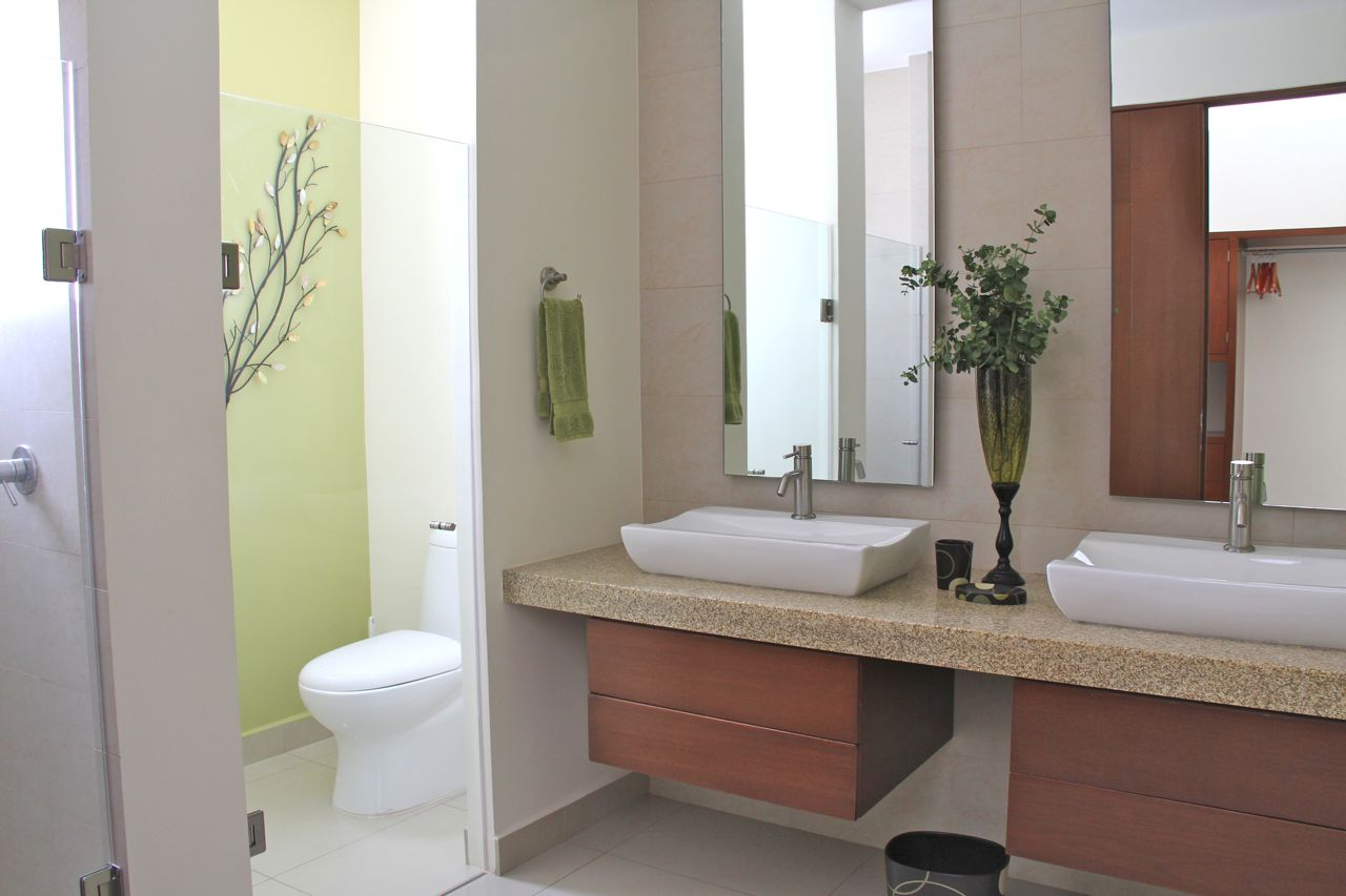 Baño principal con lavabo doble