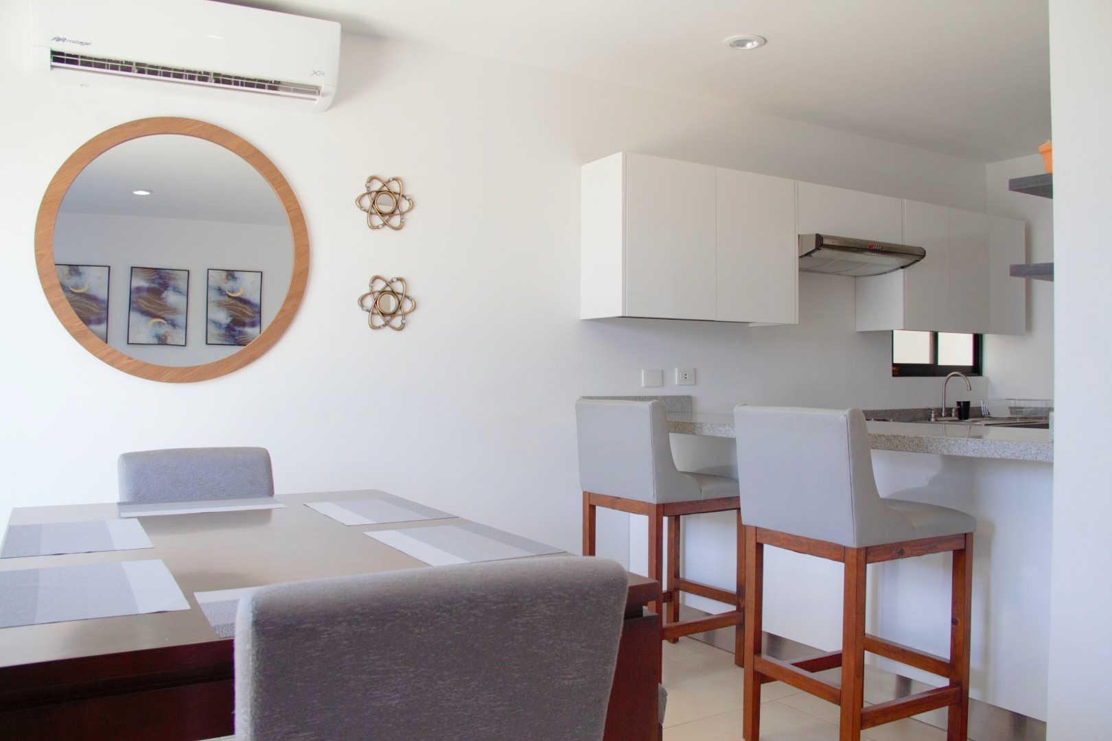 Kitchen with breakfast bar and seating for 2 people.