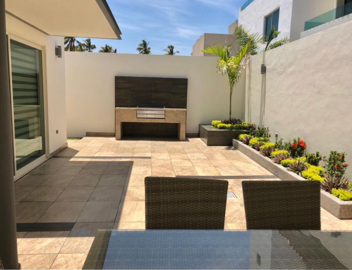 Large private patio with grill.