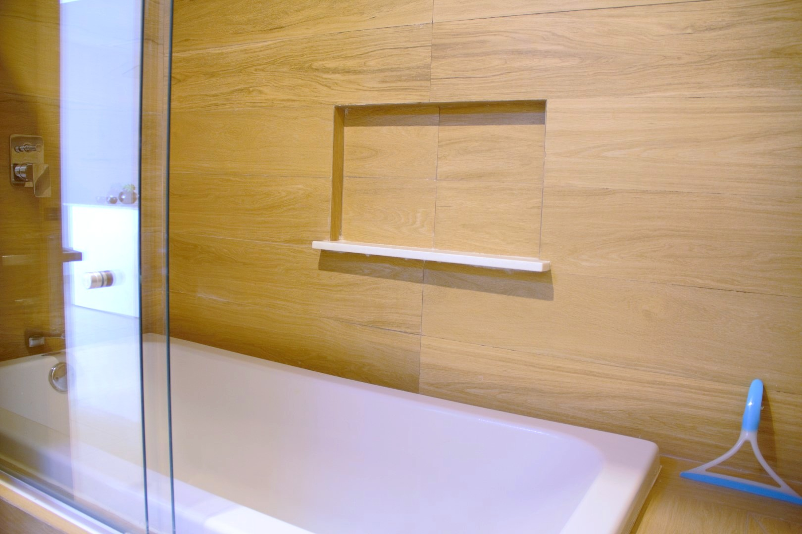 Bath-tub in master bathroom.
