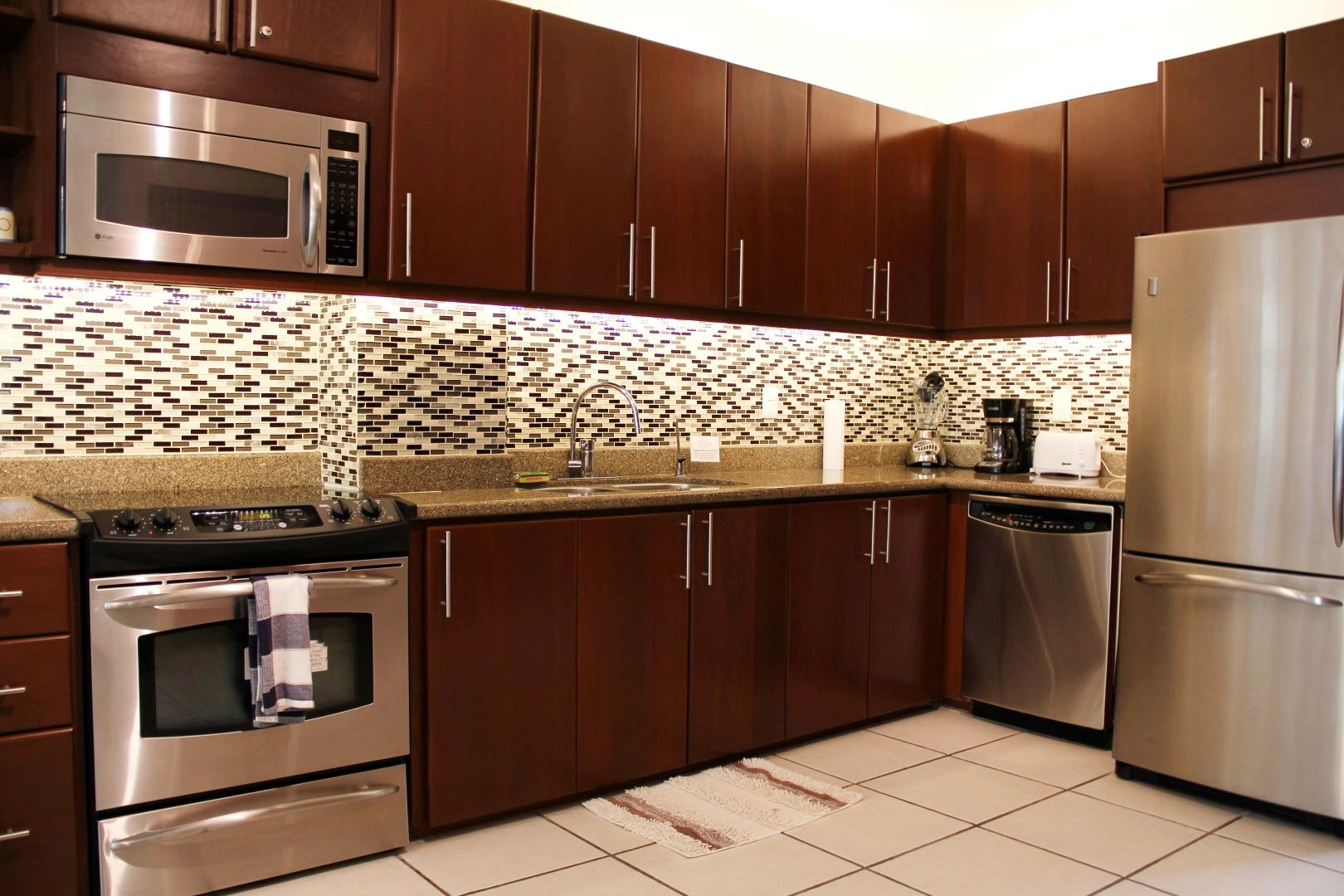 Modern, equipped kitchen.