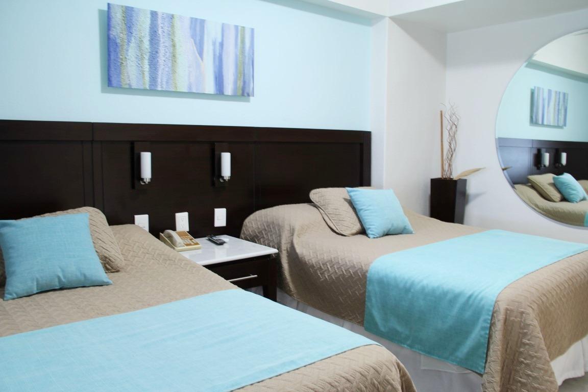 Third bedroom with 2 queen beds.