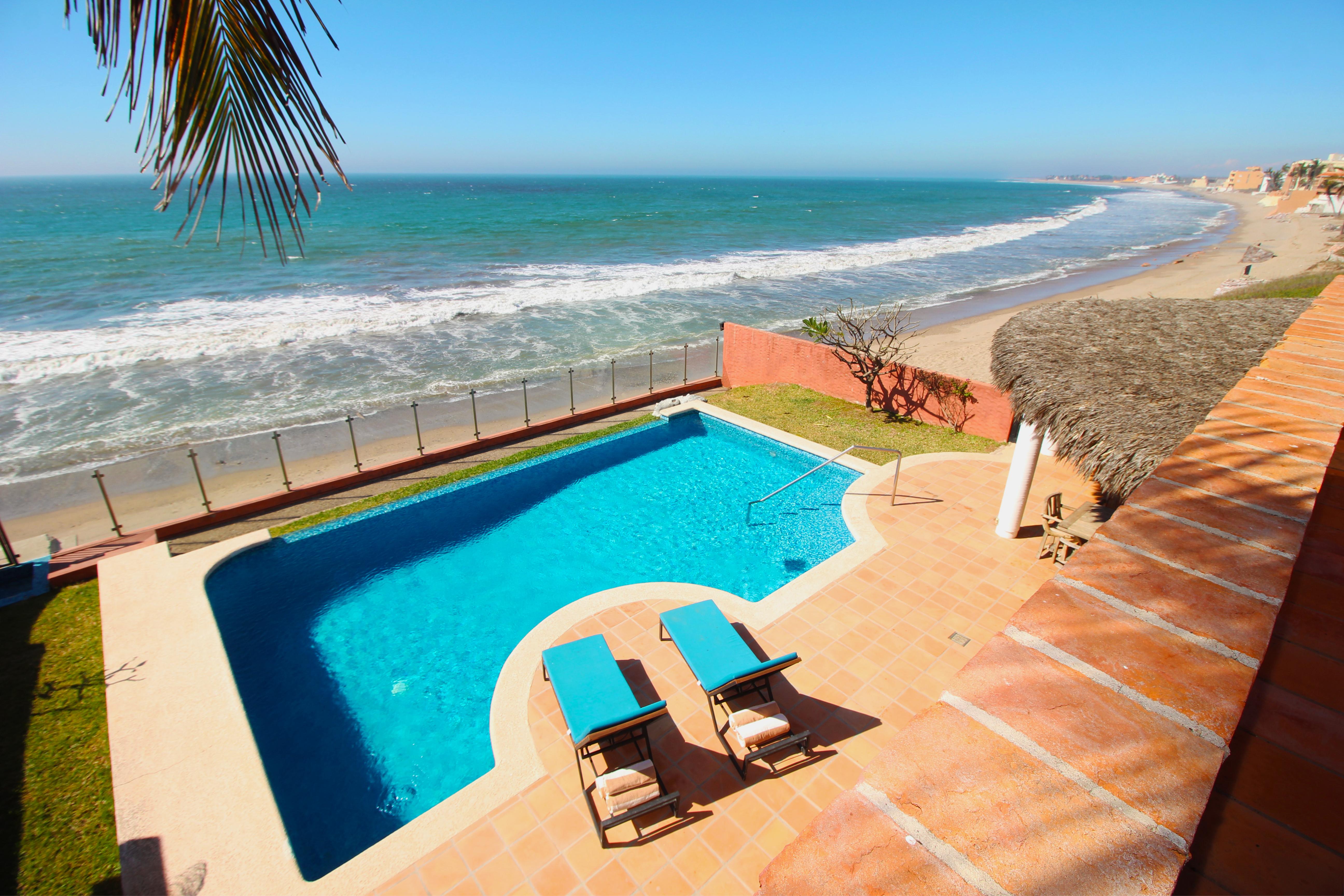 Beachfront infinity pool.