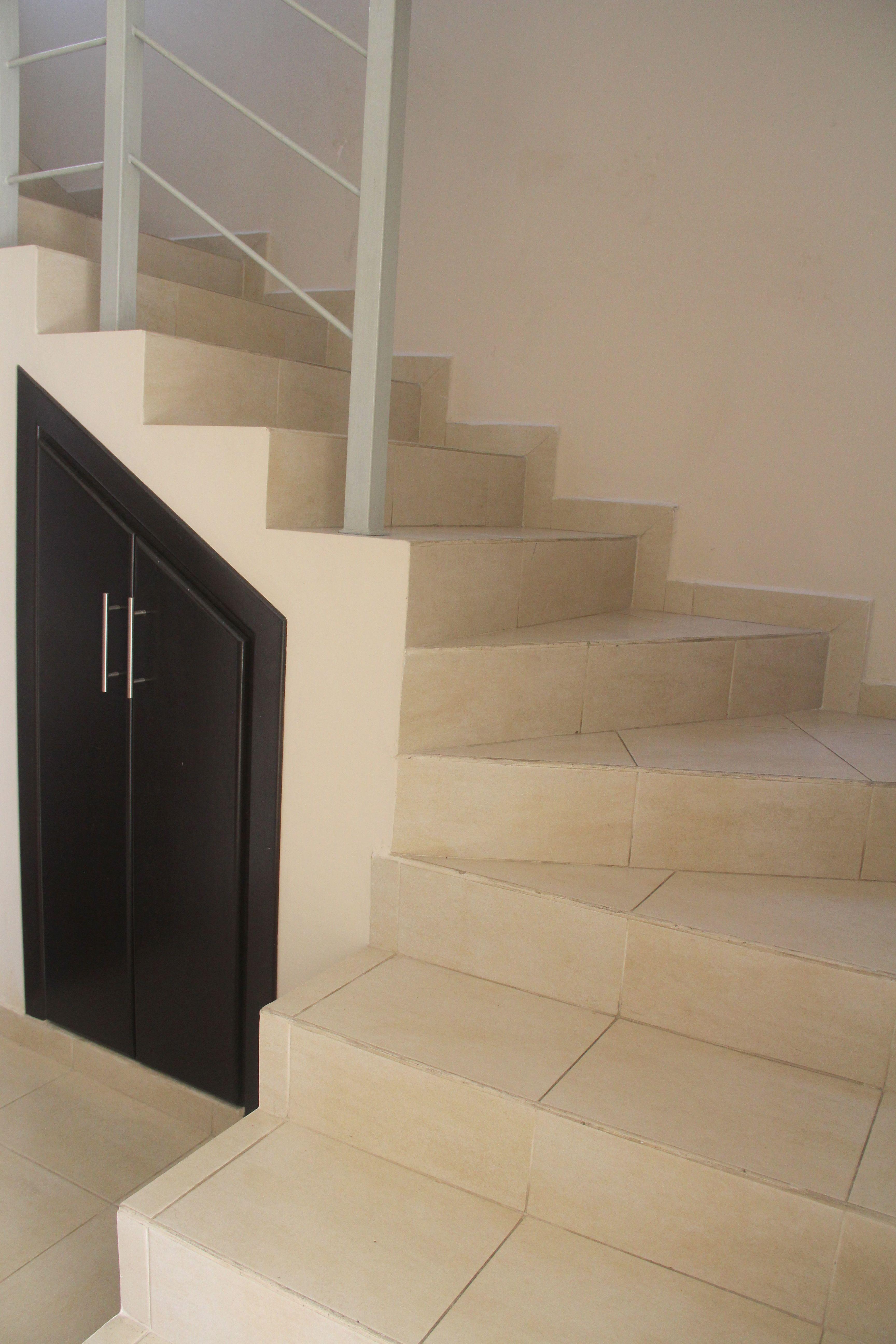 Escaleras al segundo nivel