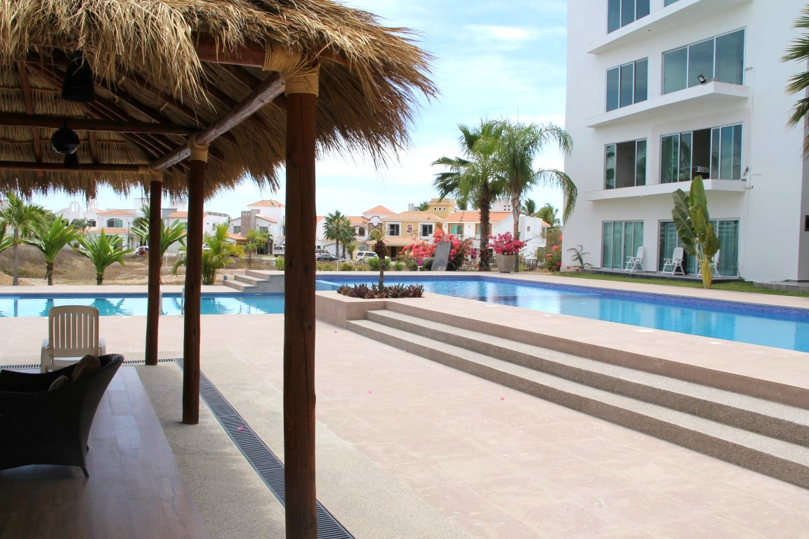 Large shared pool and palapa.
