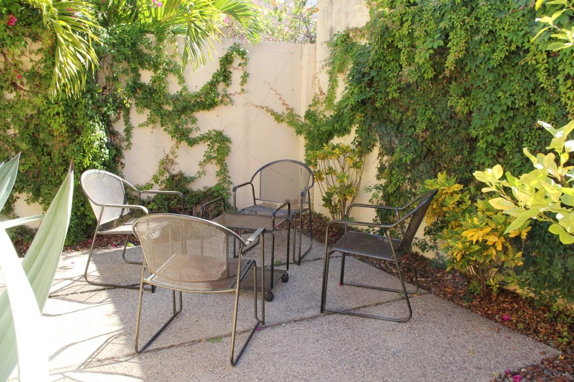 Garden seating for 4.