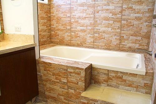 Ensuite bath-tub.