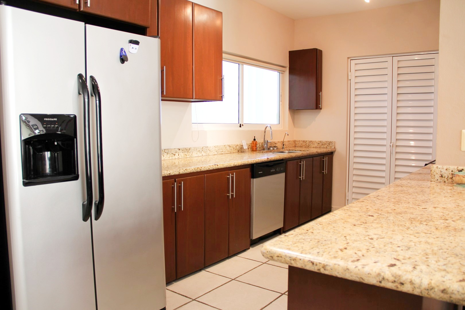Fully equipped and modern kitchen.