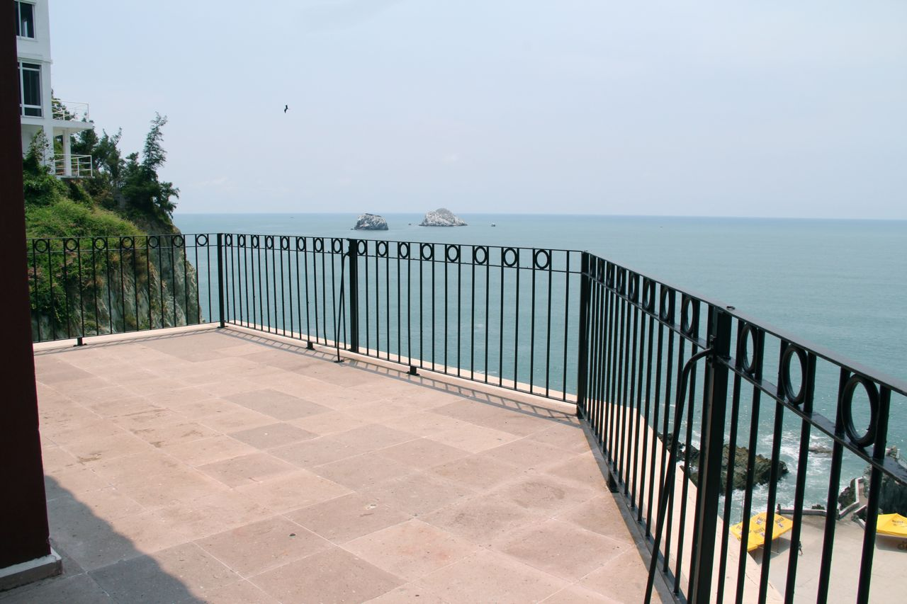 Large terrace with ocean view.
