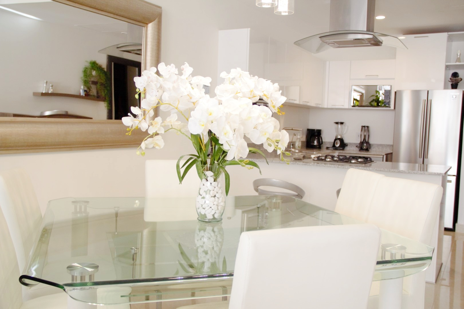 Beautiful bright white decor.