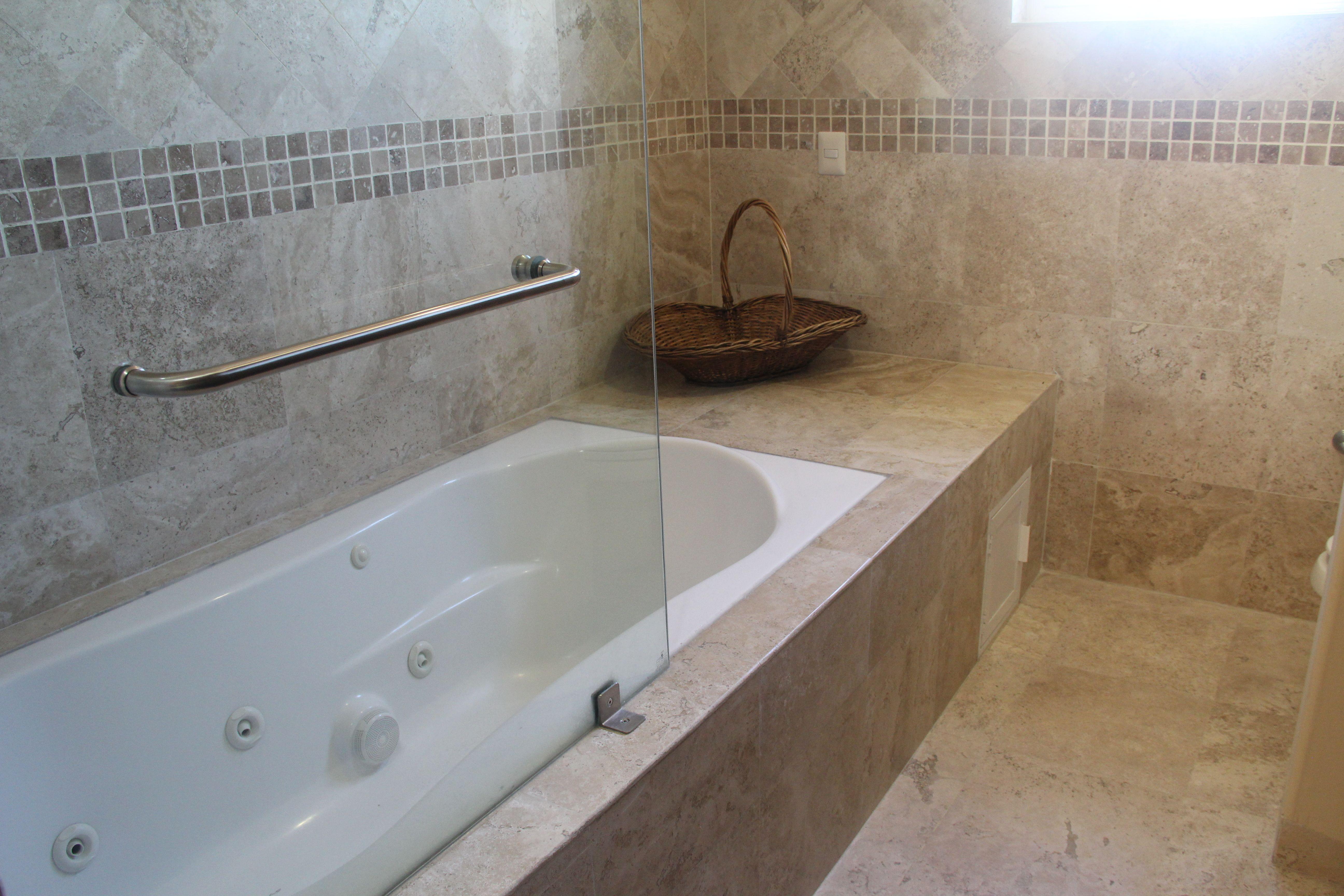 Jacuzzi en baño principal