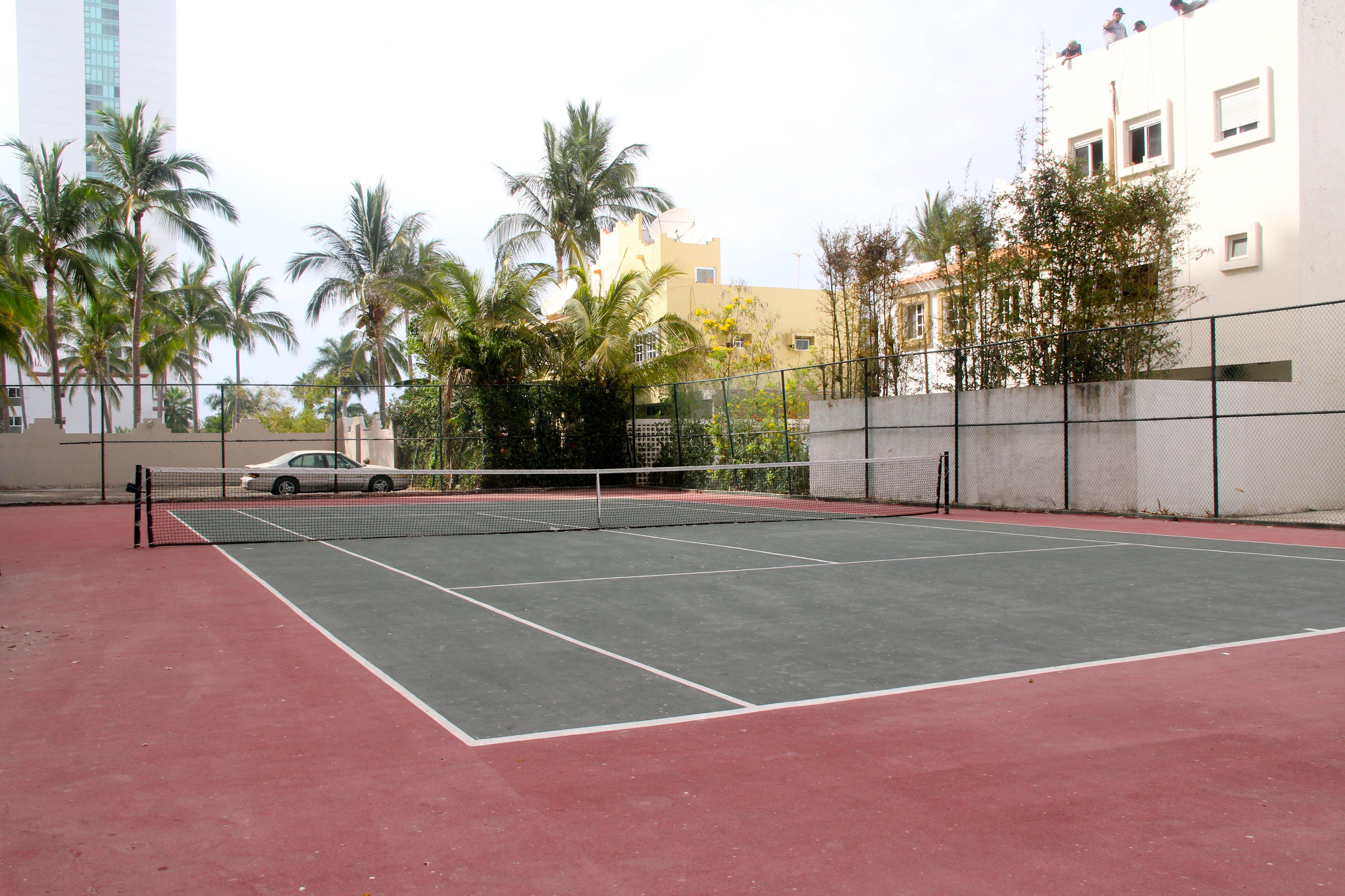 Quintas del Mar tennis court