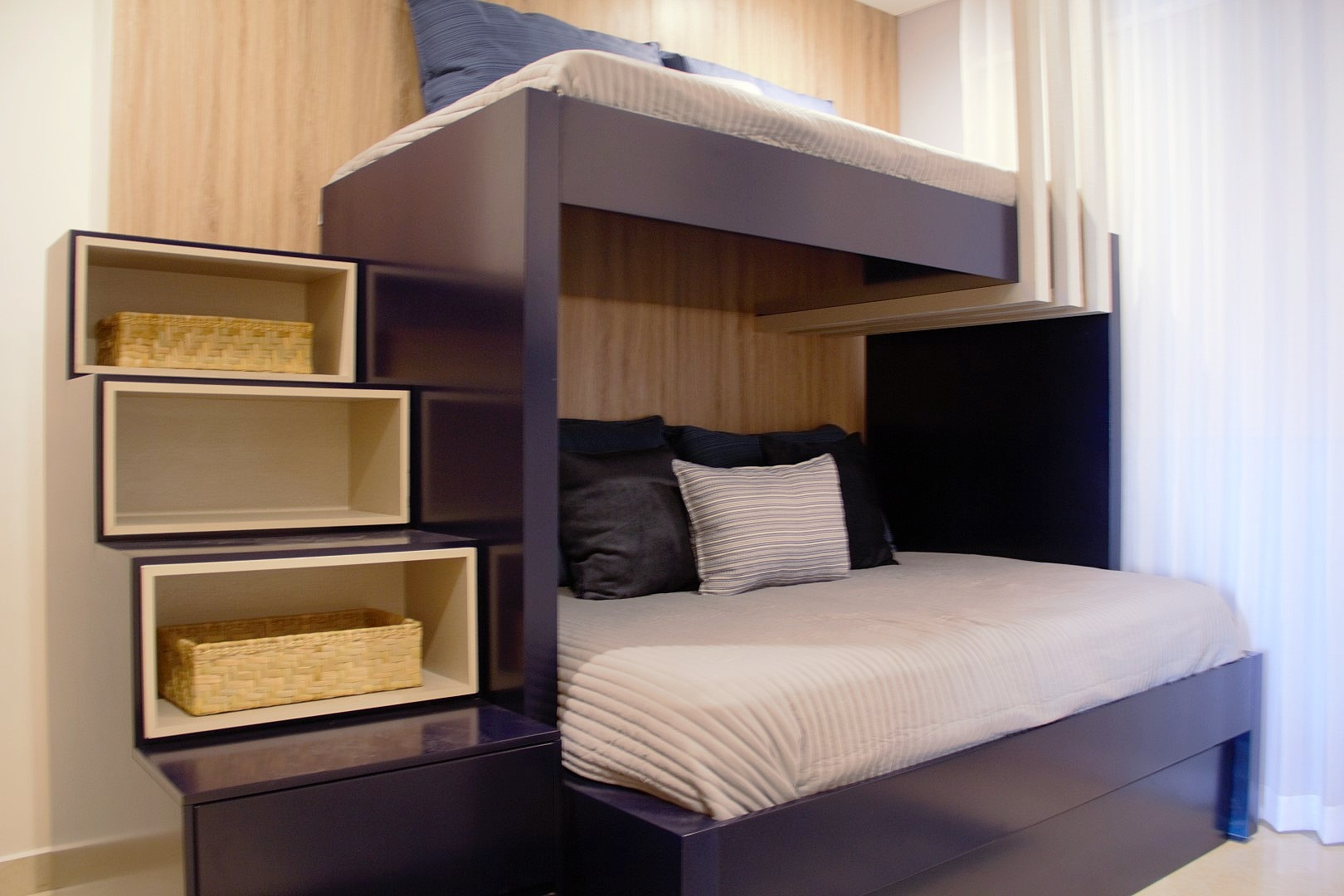 Second bedroom with bunk-beds for 3 people.