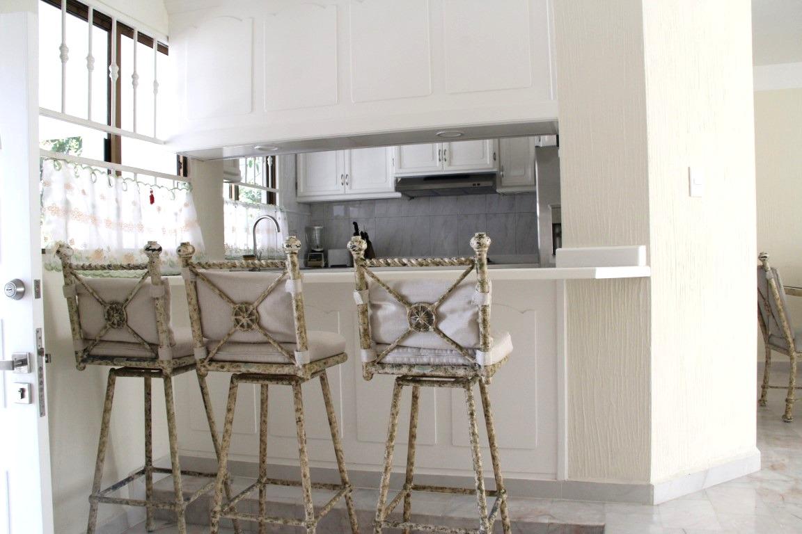 Kitchen with breakfast bar.