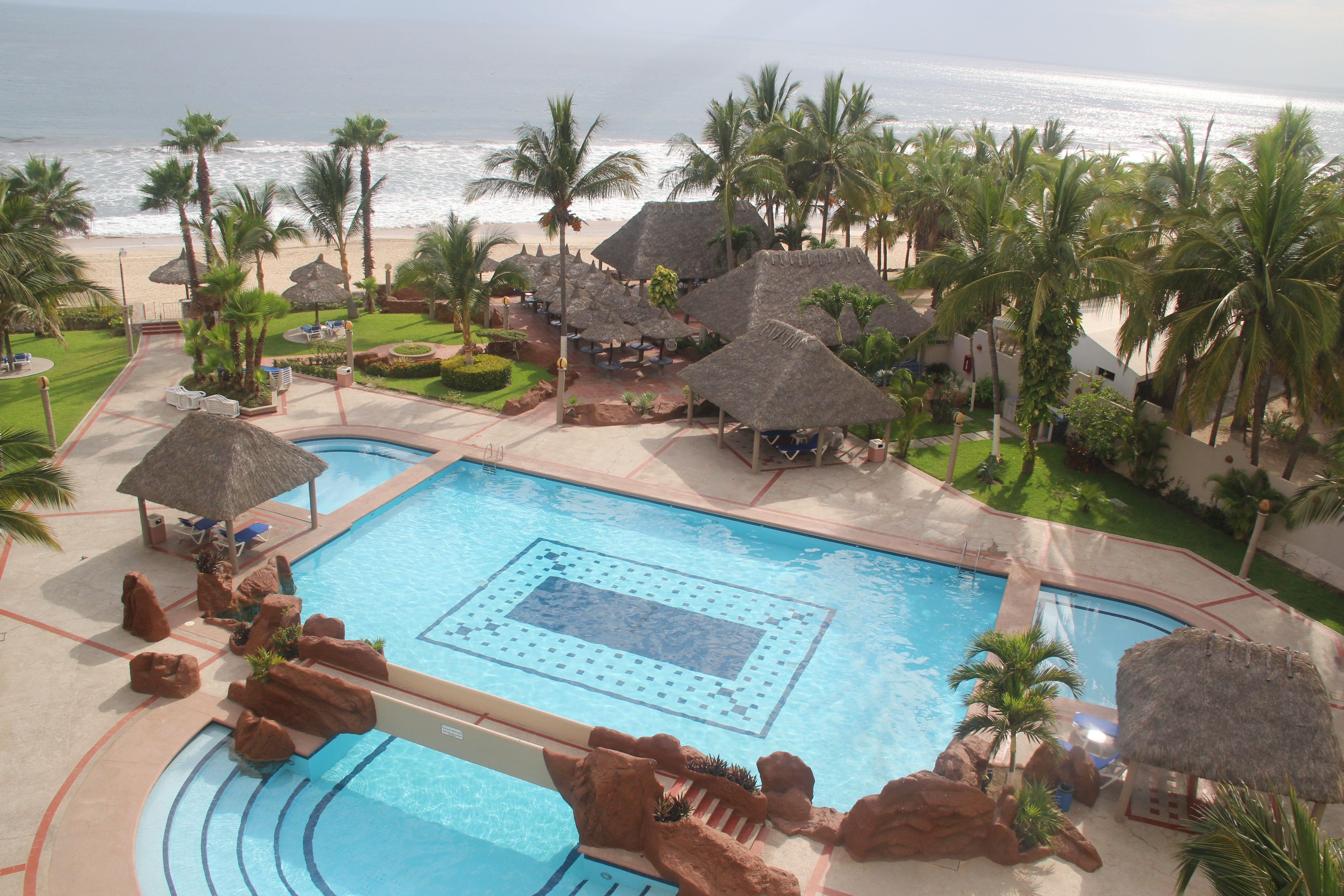 Quintas del Mar pool & common area