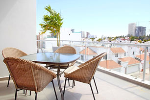Outdoor%20dining%20on%20penthouse%20terr