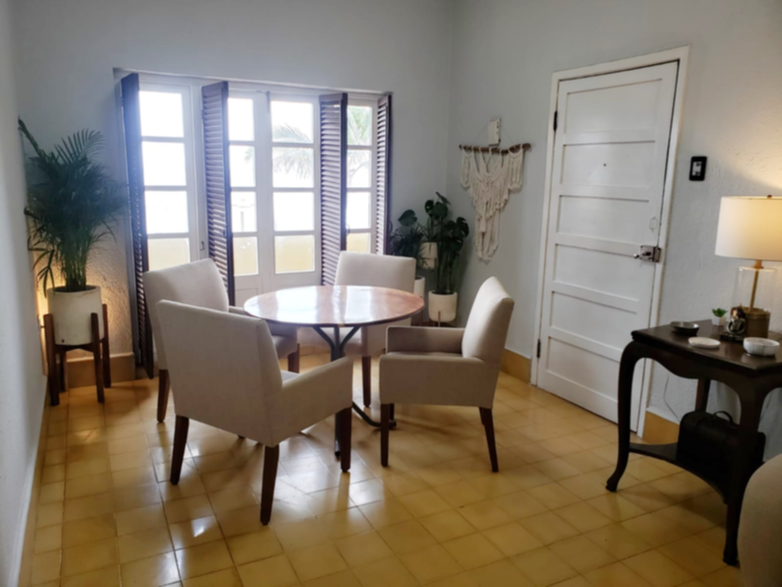 Dining table with seating for 4 people.