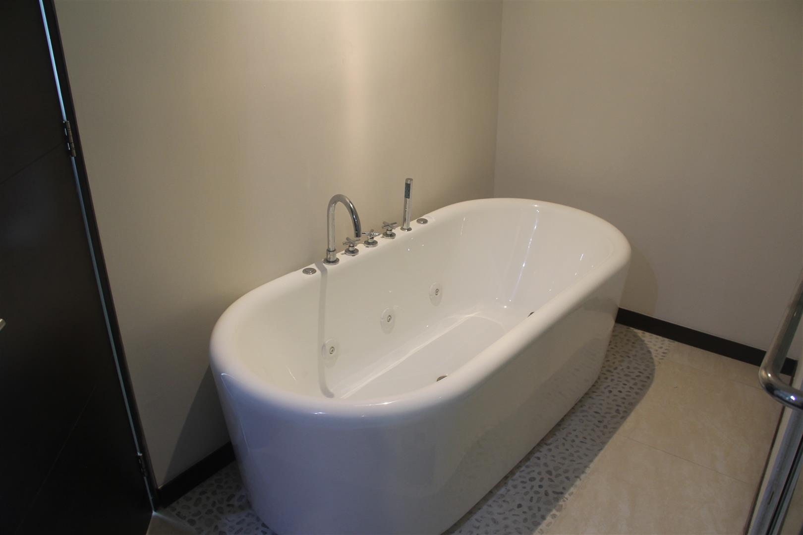 Bañera de inmersión, baño principal