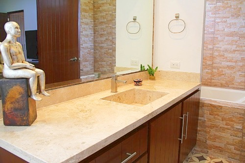 Full apartment ensuite with bath-tub and shower.