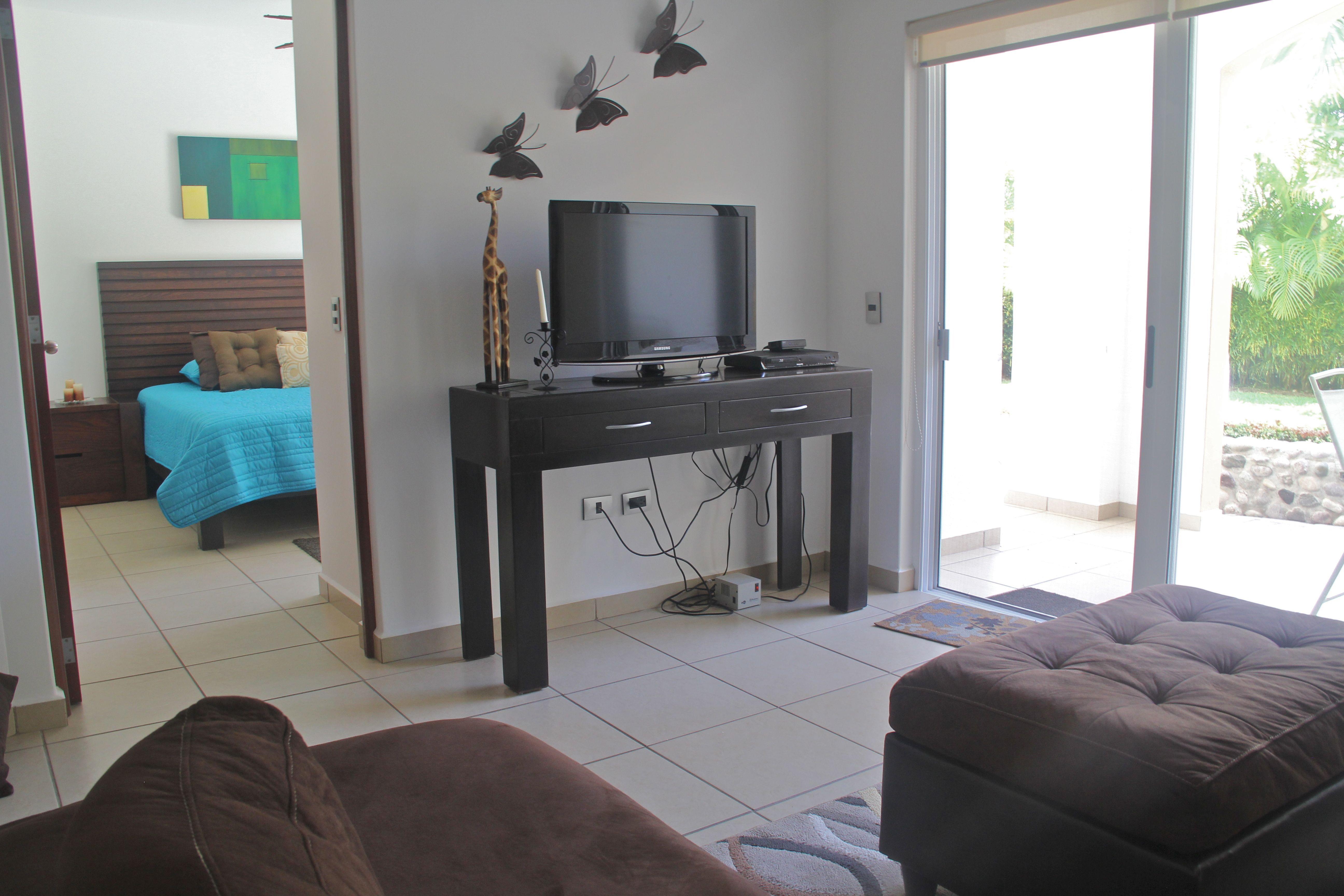 Sala con TV de pantalla plana