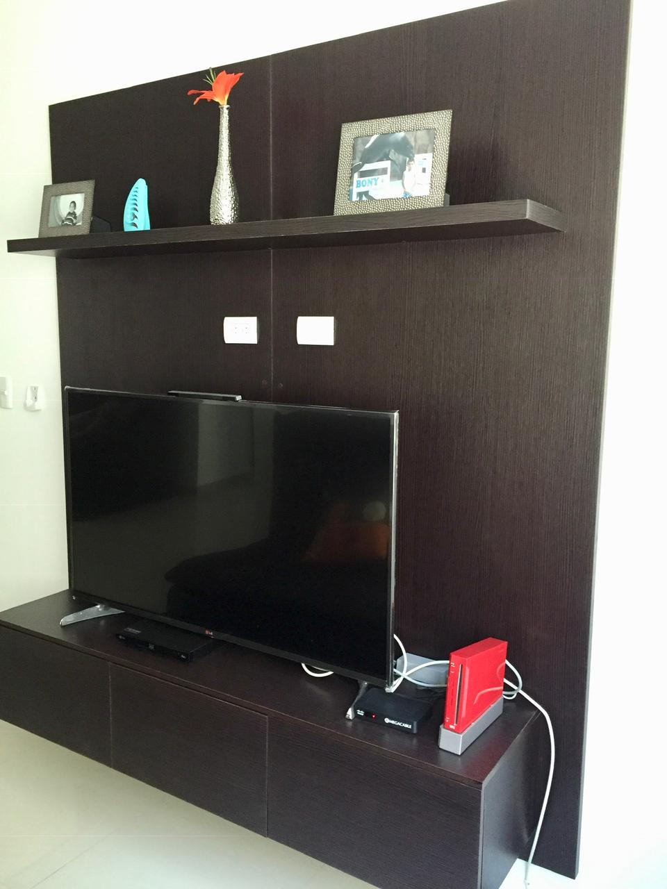 Smart TV with hook-ups for Megacable service.