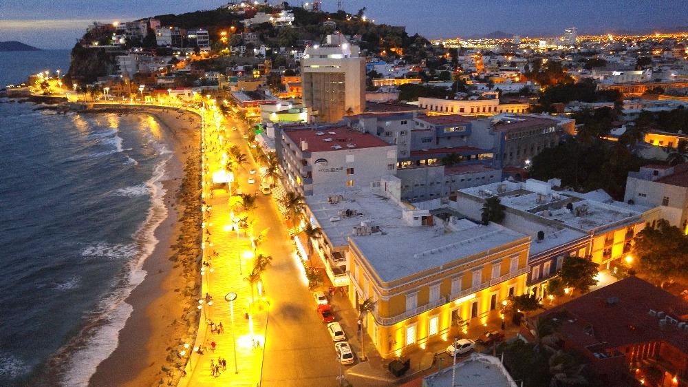Olas Altas in the evening.