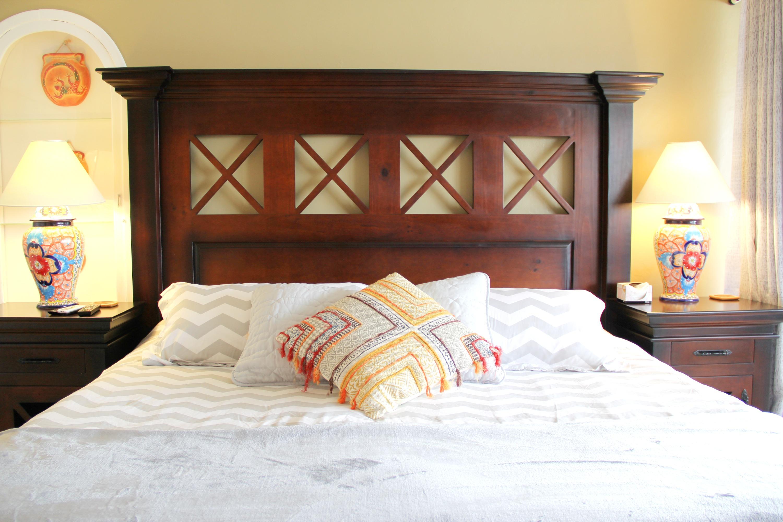 Kingsize bed in second bedroom.