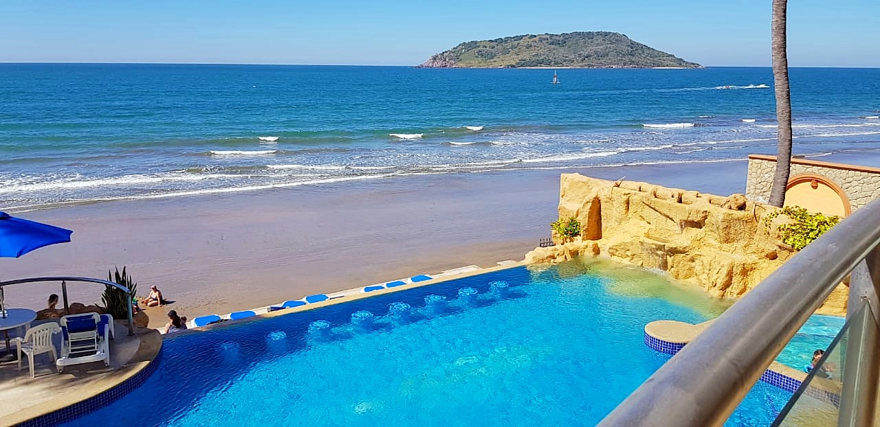 Ocean and pool views.