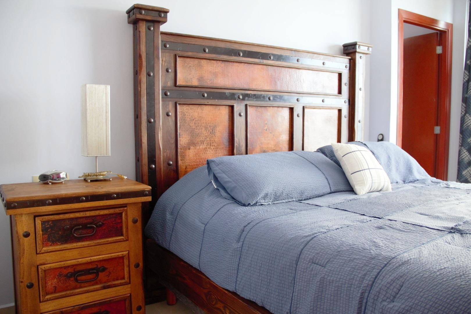Kingsize bed in master bedroom.