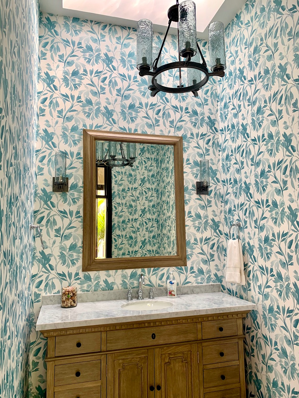 Fabulous guest bathroom.