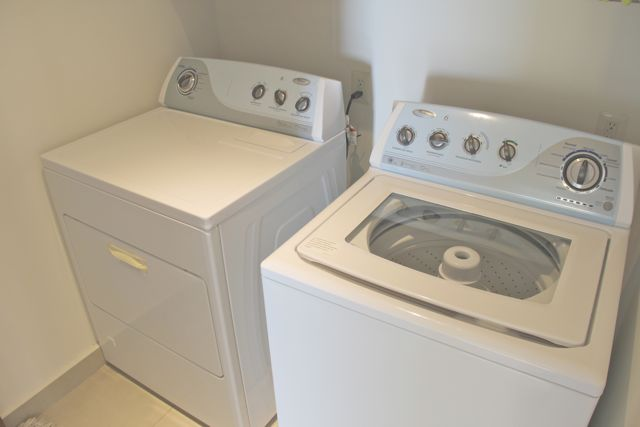 Laundry and dryer machine