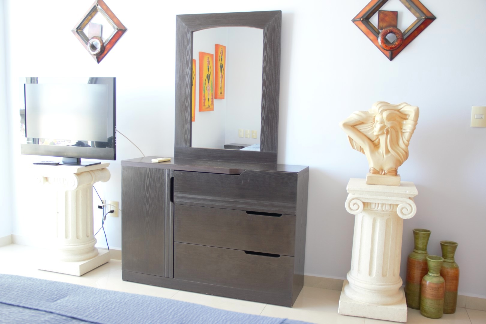 TV and dressing table in third bedroom.