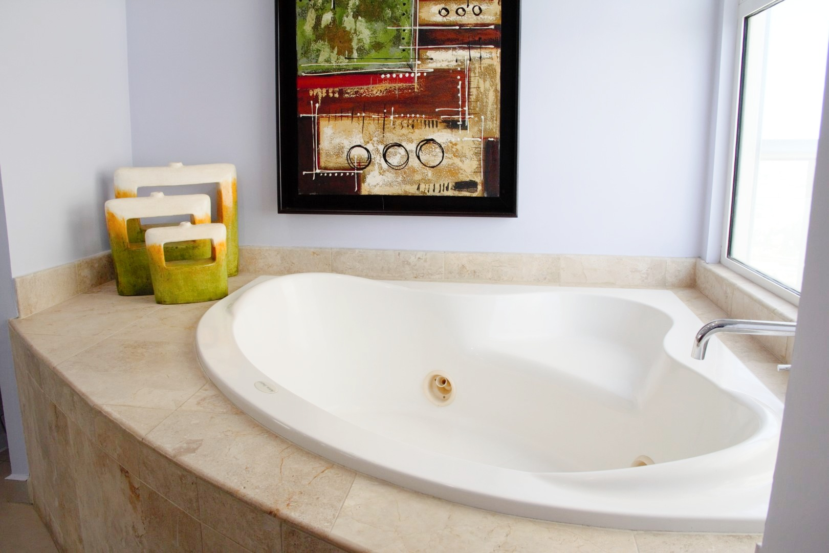 Large jacuzzi in master ensuite.