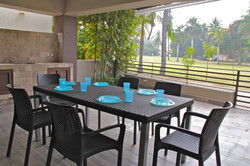 Exterior dining for 6 people