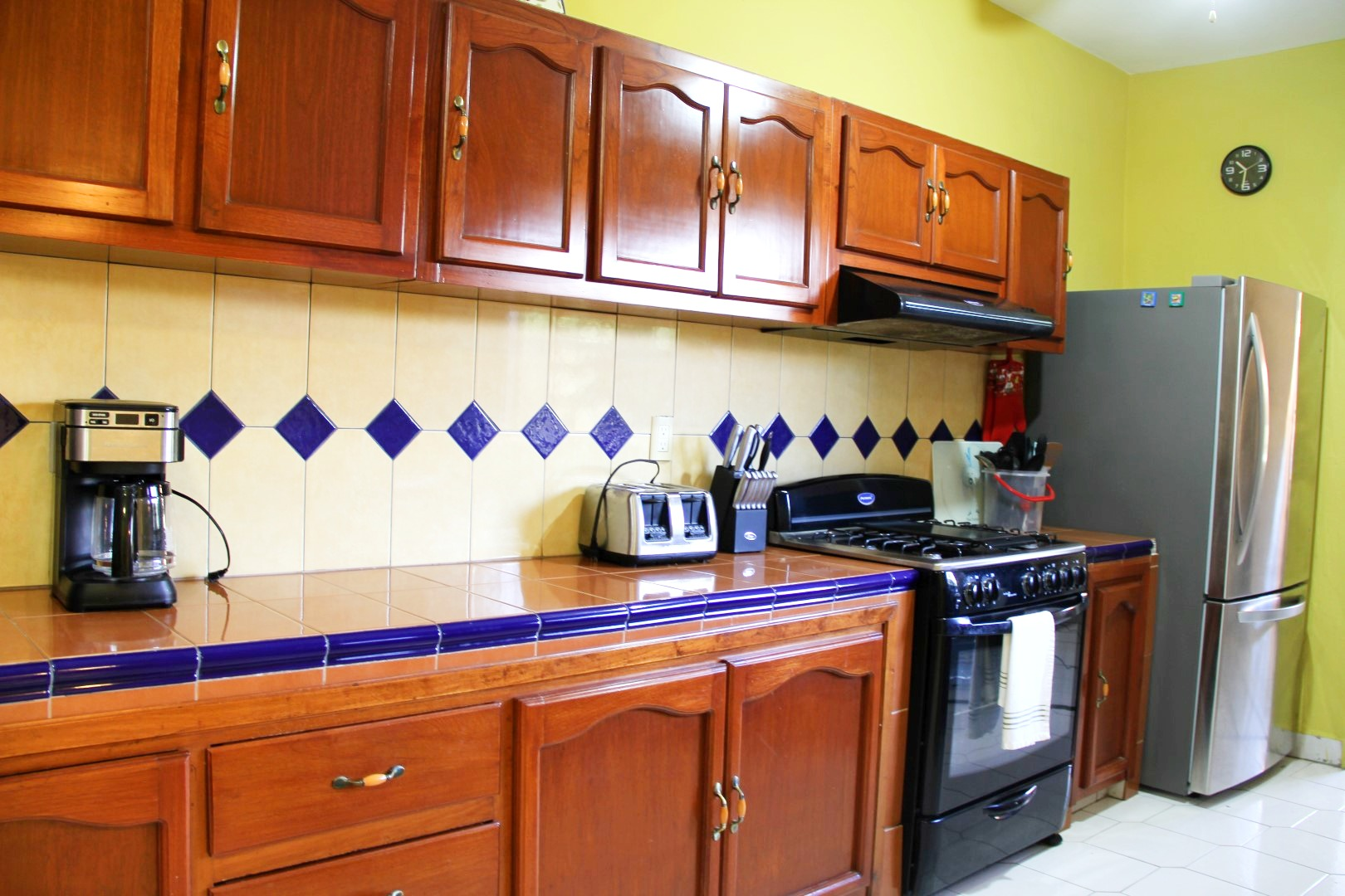 Full-size appliances and very well stocked kitchen.
