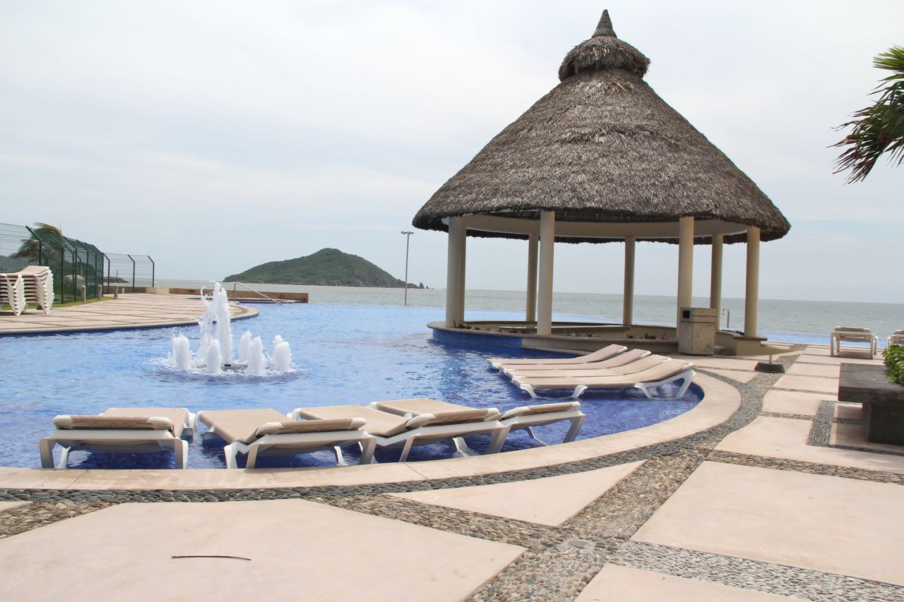 Infinity pool at Las Gavias Grand