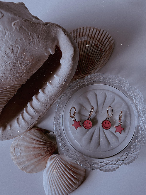 Happy Earring Set Huggie