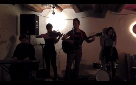 La Lupita del Raval, Barcelona 2013. Andrés e Inma vinieron de Logroño a vernos y nos hicieron este vídeo con el móvil. Grandes caballeros (y damas)