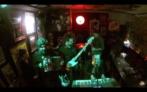 Stereo Rock and Roll Bar, diciembre 2013, antes de su remodelación actual.