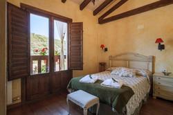 Dormitorio en la primera planta de El Nogal de Laguna, Cameros, La Rioja