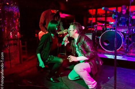 CHALET ROSA cantando con PAPAYA en diciembre de 2011, en el festival Suite! compartiendo cartel con Kokhosca y Espanto djs.